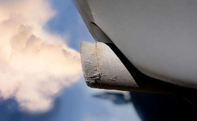 """Η ΕΕ """"θα εγκαλέσει σύντομα"""" BMW, Daimler και Volkswagen για συμπαιγνία σχετικά με τους ρύπους"""