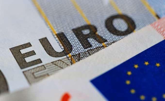"""""""Ασυγκίνητα"""" τα ελληνικά ομόλογα από την ψήφιση των μέτρων"""