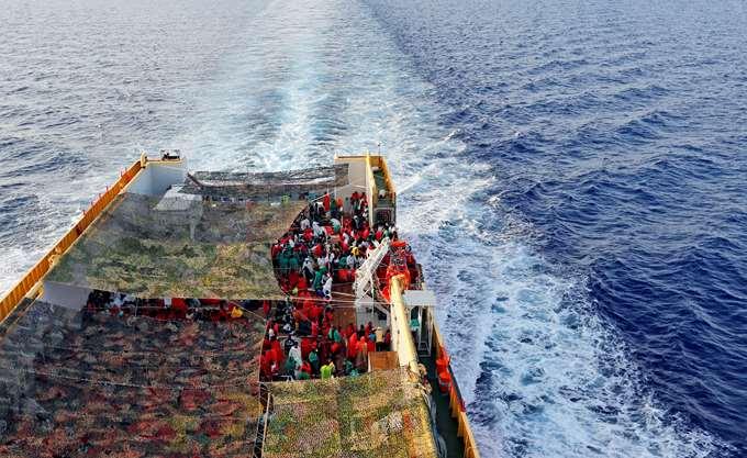 Ισπανία: Ελλιμενίστηκε το πλοίο Open Arms το οποίο μεταφέρει 311 μετανάστες