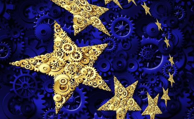 "Nτομπρόβσκις: Ο ελληνικός προϋπολογισμός για το 2019 είναι ""συμβατός"" με το Σύμφωνο Σταθερότητας"""