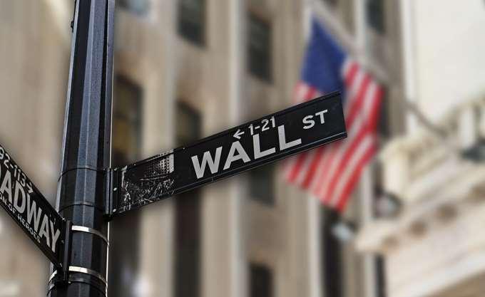 Νέα ρεκόρ στην Wall Street με το βλέμμα σε ΑΕΠ και Τραμπ