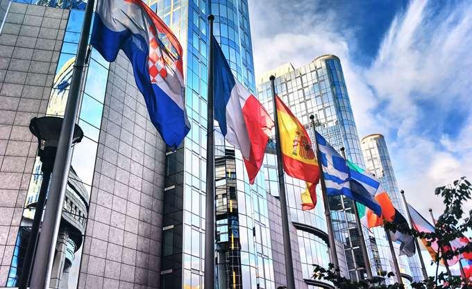 Σύνοδος κορυφής: Η Ευρώπη υπόσχεται να ενισχύσει τους δεσμούς της με τις χώρες των Βαλκανίων