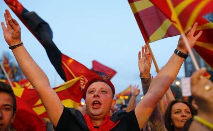 """Γιατί το VMRO-DPMNE σήκωσε """"λευκή σημαία"""""""
