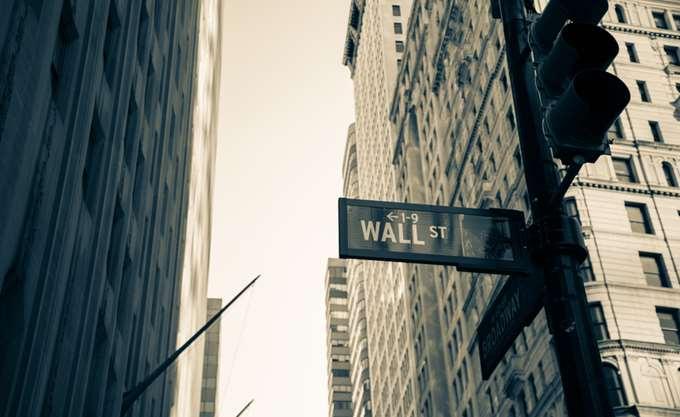 Wall Street: Έσπασαν το πτωτικό σερί οι τράπεζες, ανοδικά ο Dow