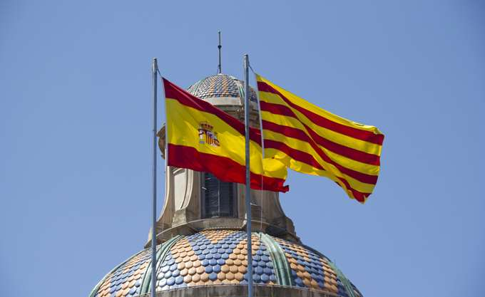 Καταλονία: Μάχη στήθος με στήθος δείχνει δημοσκόπηση για τις εκλογές του Δεκεμβρίου