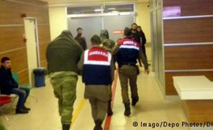 Γερμανικός Τύπος: Οι Έλληνες στρατιωτικοί απειλούνται με πενταετή φυλάκιση