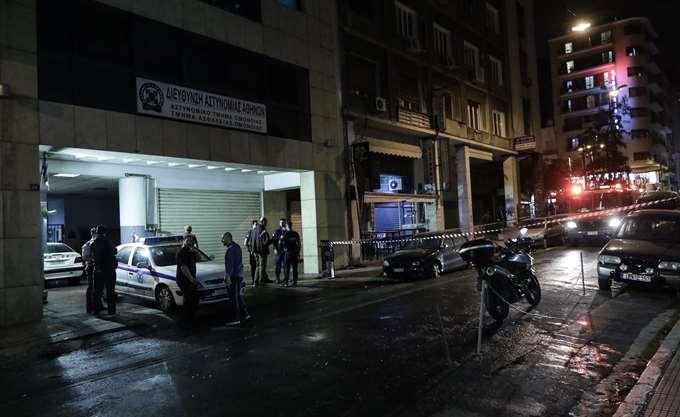 Επίθεση με μολότοφ στο Αστυνομικό Τμήμα Ομονοίας, τέσσερις αστυνομικοί στο νοσοκομείο