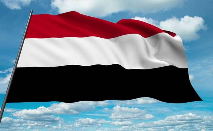 Αεροσκάφη του συνασπισμού υπό τη Σαουδική Αραβία βομβάρδισαν το υπ. Άμυνας στη Σαναά