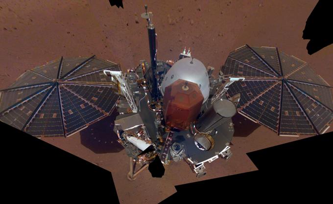 """Το Insight της NASA τράβηξε την πρώτη του """"selfie"""" στον Άρη"""