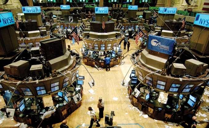 Η Wall Street υποχωρεί παρά τα κέρδη στις εταιρείες των μίντια