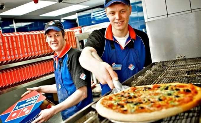"FT: Ρούβλι και λίρα ""ρίχνουν"" 15% την franchisee της Domino's Pizza"