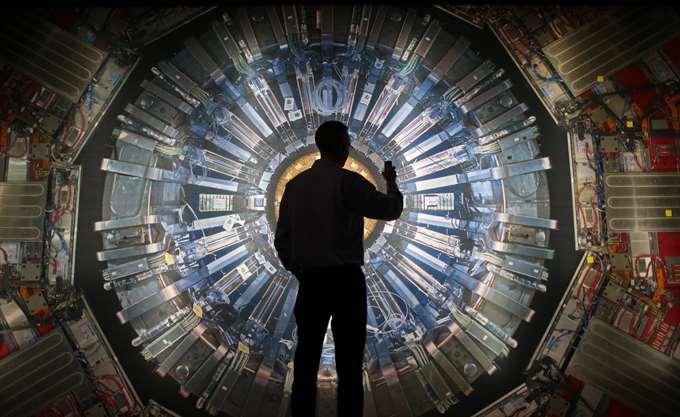 Ελβετία: Το CERN διέκοψε τη συνεργασία του με επιστήμονα μετά από δηλώσεις του κατά των γυναικών