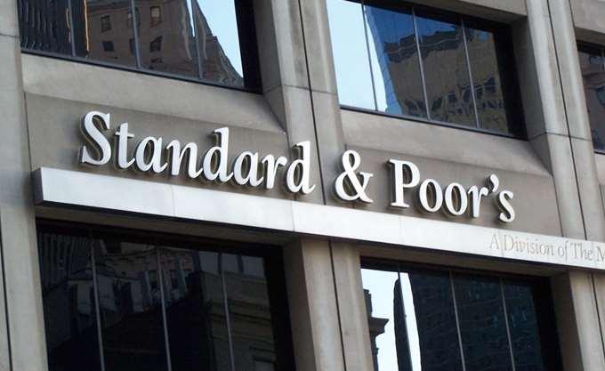"""S&P: Στο """"BBB-"""" η αξιολόγηση των ομολόγων της Εθνικής Τράπεζας"""