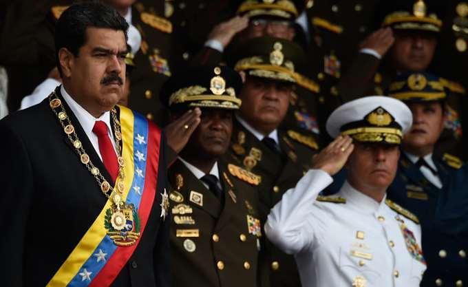 """Βενεζουέλα: Συνελήφθησαν δύο στρατιωτικοί για ανάμιξη στην """"απόπειρα δολοφονίας"""" του Μαδούρο"""