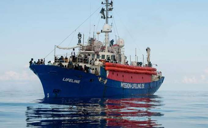 Έπειτα από μία εβδομάδα στη Μεσόγειο, το πλοίο Lifeline έφθασε στο λιμάνι της Βαλέτας