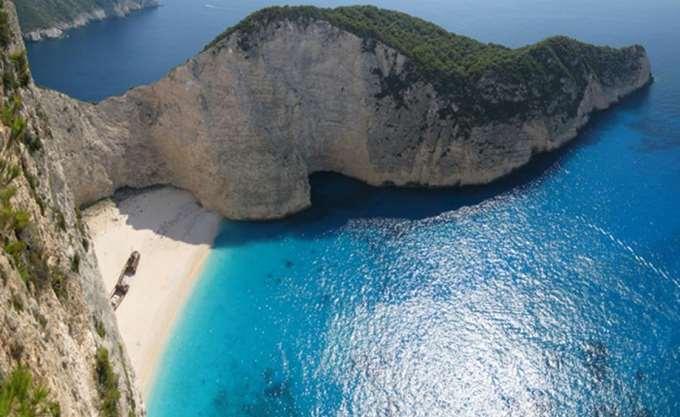 Ναυάγιο και Ελαφονήσι στις καλύτερες παραλίες του κόσμου