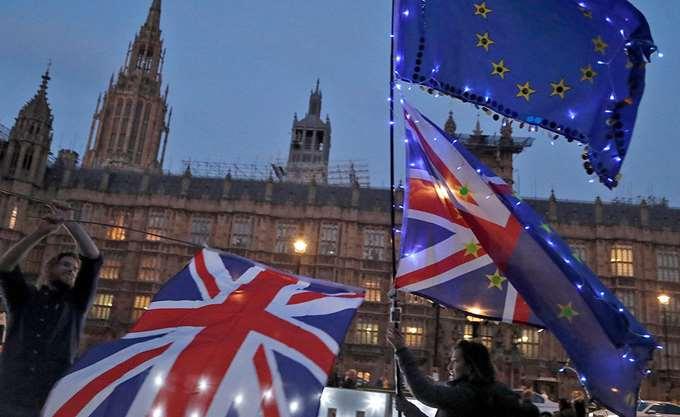 Πρωθυπουργός Σκωτίας: Πιθανή παγίδα η πρόταση Μέι για νέα μικρή παράταση του Brexit