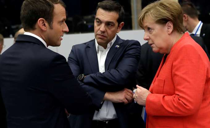 Μακρόν και Βερολίνο χαιρετίζουν τη συμφωνία για το ελληνικό χρέος