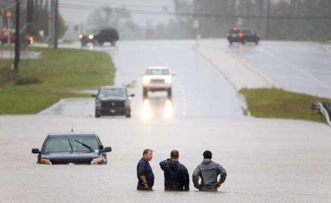 ΗΠΑ: Οι σαρωτικές πλημμύρες συνεχίζουν να απειλούν τις νοτιοανατολικές ΗΠΑ