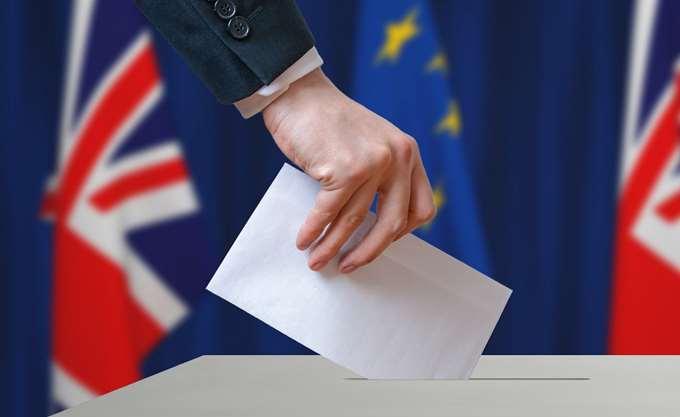 Βρετανία: Πρωτιά Φάρατζ στις ευρωεκλογές δείχνουν οι δημοσκοπήσεις