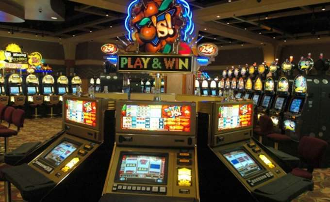 BBC: Απαγορεύτηκαν στη Βρετανία οι διαφημίσεις τυχερών παιχνιδιών στις live μεταδόσεις
