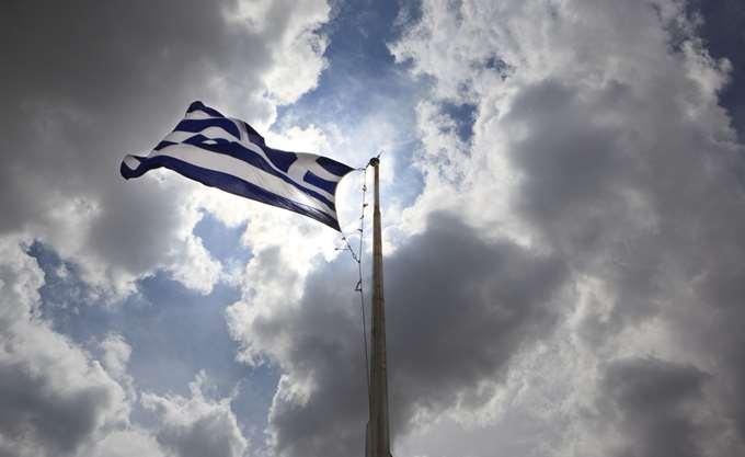 Handelsblatt: Οι Έλληνες δεν χρωστούν μόνο σε άλλες χώρες, αλλά και στο ίδιο τους το κράτος