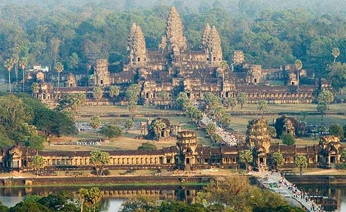 """Καμπότζη: Ισόβια σε δύο εν ζωή ηγέτες των """"Ερυθρών Χμερ"""""""