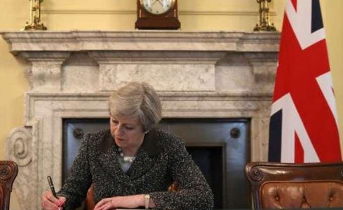 """Brexit: Ο βρετανικός """"Τιτανικός"""" απειλεί την Ευρώπη"""
