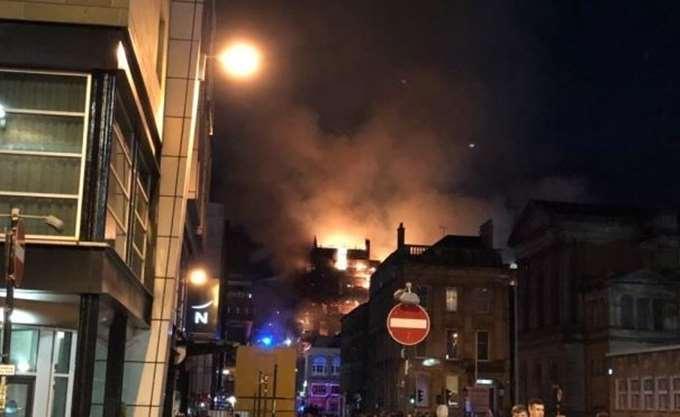 Πυρκαγιά προκάλεσε καταστροφές στην Σχολή Καλών Τεχνών της Γλασκόβης