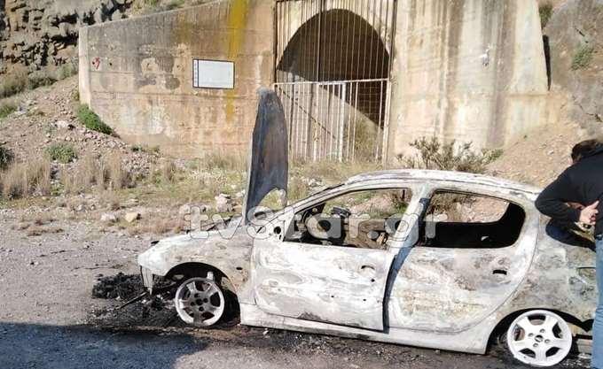 Aπανθρακωμένος στο αυτοκίνητό του πρώην σωφρονιστικός υπάλληλος
