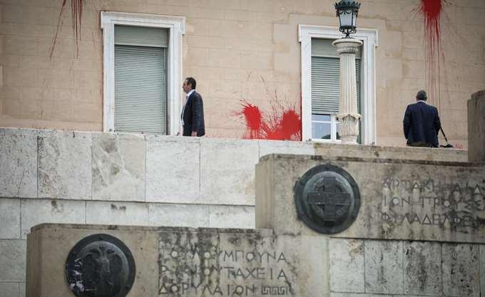 30.000 ευρώ εγγύηση πλήρωσε το μέλος του Ρουβίκωνα και αφέθηκε ελεύθερο με περιοριστικούς όρους