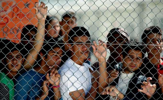 Spiegel: Εξουθενωμένοι βοηθοί προσφύγων στη Λέσβο