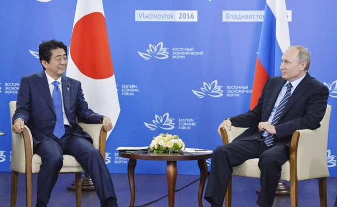 To θέμα της υπογραφής ειρηνευτικής συμφωνίας στη συνάντηση του Πούτιν με τον Ιάπωνα πρωθυπουργό