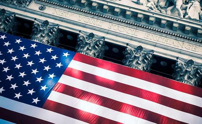 Αρνητικό κλίμα στην Wall Street μετά τις δικαστικές αποφάσεις για συνεργάτες του Τραμπ