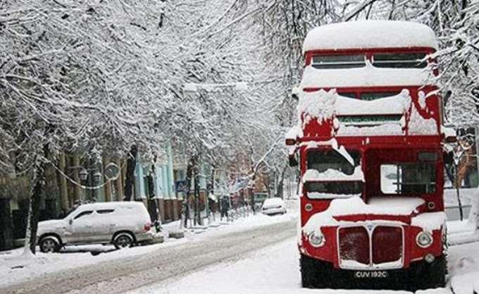 Εκατοντάδες σχολεία κλειστά λόγω του χιονιού στην Ουαλία και την κεντρική Αγγλία