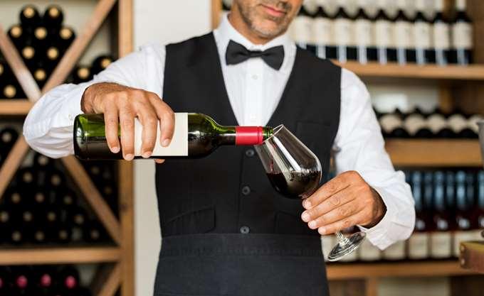 ΝΔ: Η κυβέρνηση μοιράζει ανέξοδες υποσχέσεις για κατάργηση του ΕΦΚ στο κρασί