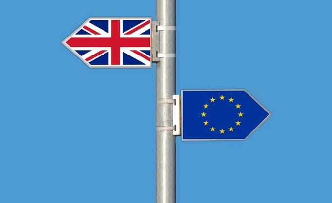 """Βρετανία: Οι Εργατικοί απειλούν ότι δεν θα ψηφίσουν """"στα τυφλά"""" μια συμφωνία για το Brexit"""