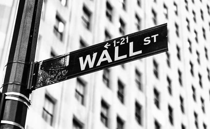 Επιφυλακτικότητα στη Wall Street
