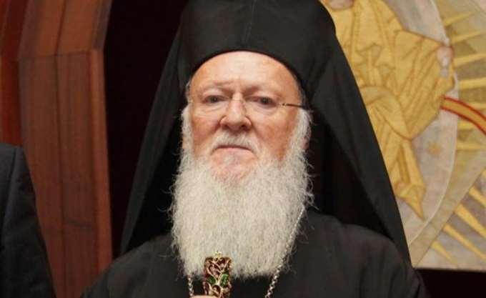 Αγιασμός των υδάτων από τον Οικουμενικό Πατριάρχη Βαρθολομαίο στον Κεράτειο κόλπο στο Φανάρι
