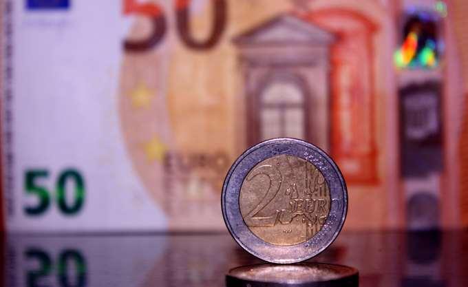 Τα πάνω και μετά τα... κάτω έφερε στο ευρώ η απόφαση της ΕΚΤ