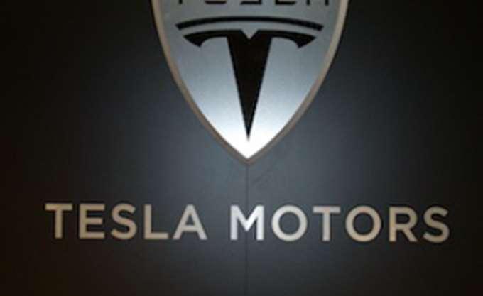 """Πτώση 36% για τη μετοχή της Tesla """"βλέπουν"""" οι αναλυτές της Goldman Sachs"""