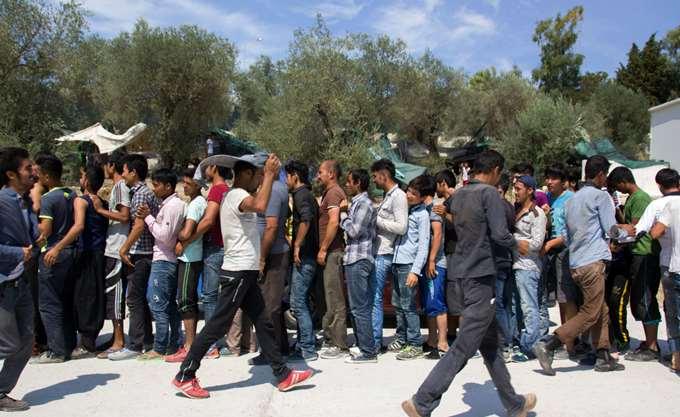 Υπεράριθμοι παραμένουν οι πρόσφυγες στις δομές φιλοξενίας