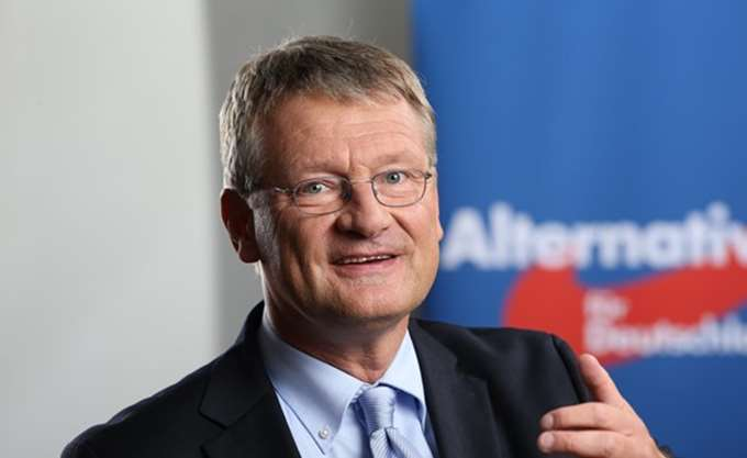 Ο ευρωβουλευτής Γιεργκ Μόιτεν επανεξελέγη αρχηγός του AfD