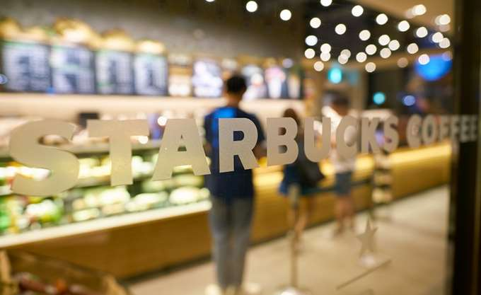H Starbucks επιταχύνει την επέκτασή της στην Ασία εν μέσω εντεινόμενου ανταγωνισμού