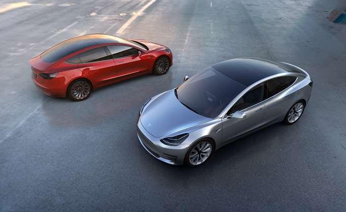 """Tesla: """"Κόλλησε"""" η παραγωγή των Model 3, την ώρα που η εταιρεία μειώνει τιμές στις ΗΠΑ"""