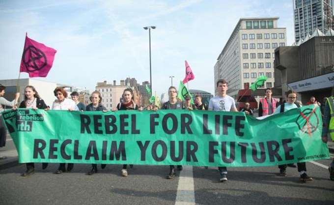 Βρετανία: Περισσότερες από 750 οι συλλήψεις οικολόγων ακτιβιστών από τη Δευτέρα