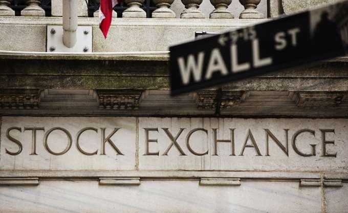 Ήπια ανοδικά τα futures της Wall Street