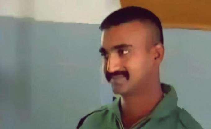 Πακιστάν: Παρέδωσε στην Ινδία τον πιλότο του μαχητικού που είχε συλλάβει