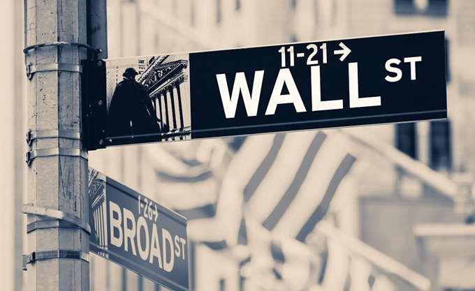 Μικρές απώλειες για τα futures της Wall Street