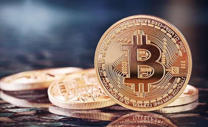 Ξέφρενο ράλι πάνω από τα $7.000 για το Bitcoin – κέρδη άνω του 600% φέτος